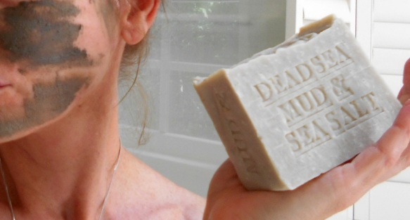 Your skin will feel clean and hydrated as it's infused with essential minerals present only in Dead Sea mud.